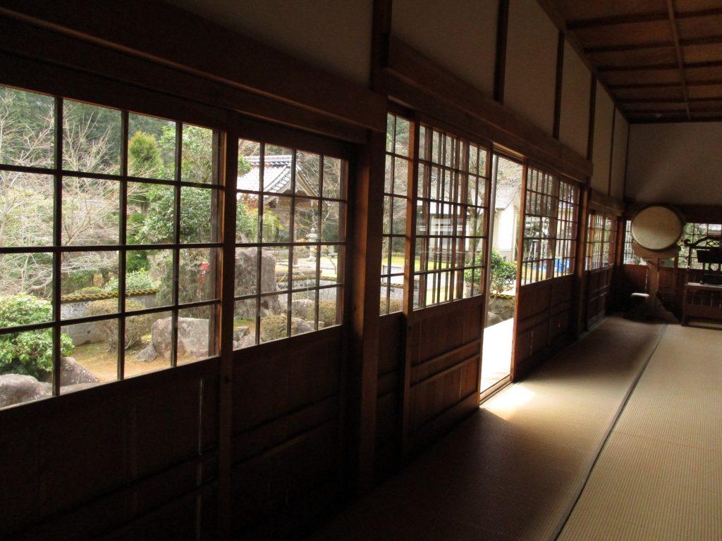 天寧寺-ガラス入れ替え後1内側